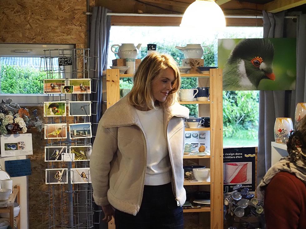 Julie à l 'atelier boutique Poterie seinomarine