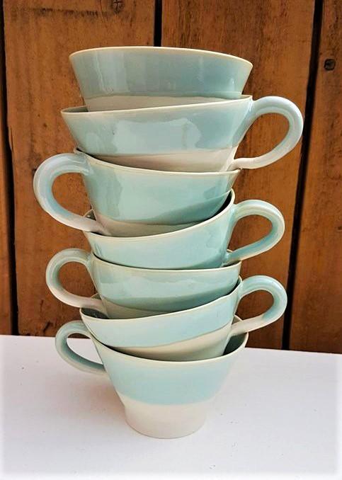 Tasses bolées en porcelaine lagon
