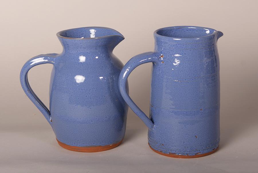 Pichets en grès de Noron émaillés bleu lin foncé